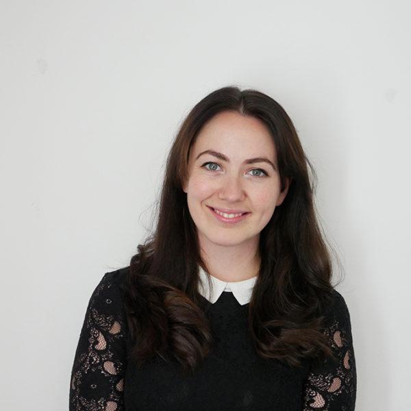 Rebecca Brown, Cynllunydd Cyfathrebu