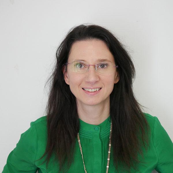 Marie Brousseau-Navarro, Cyfarwyddwr Polisi, Deddfwriaeth ac Arloesi